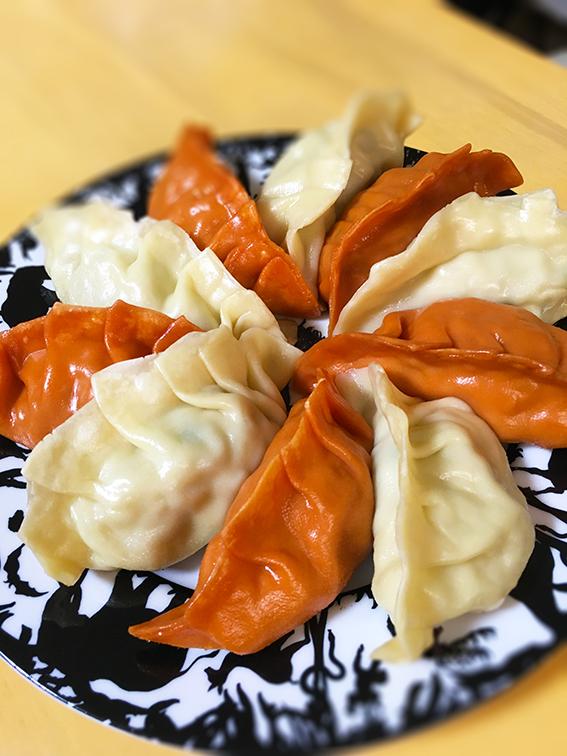 橘田いずみオリジナル紅白餃子を3種のタレで食す!